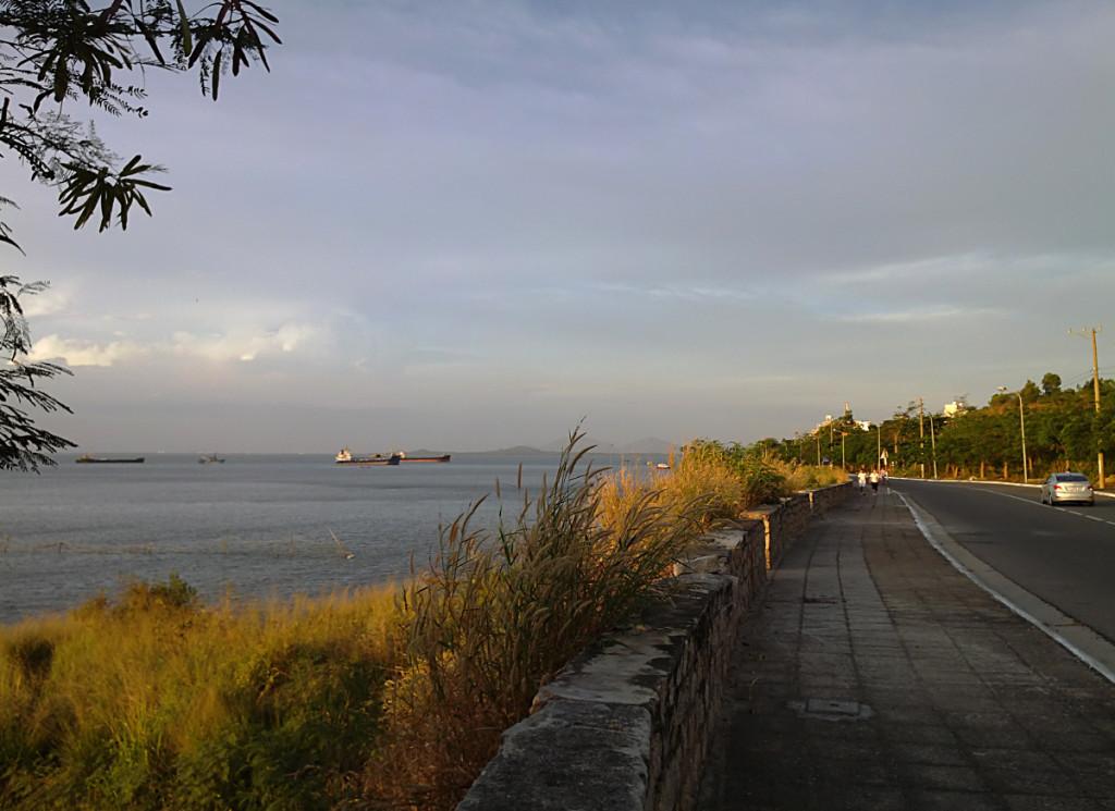 закат море и дорога