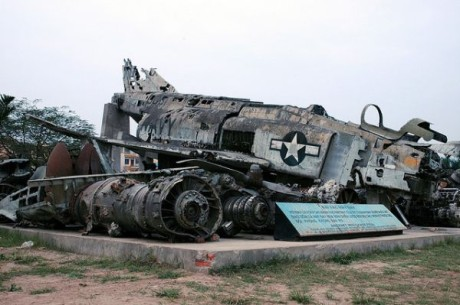 crashed-f-4-phantom-hanoi-peoples-air-force-museum